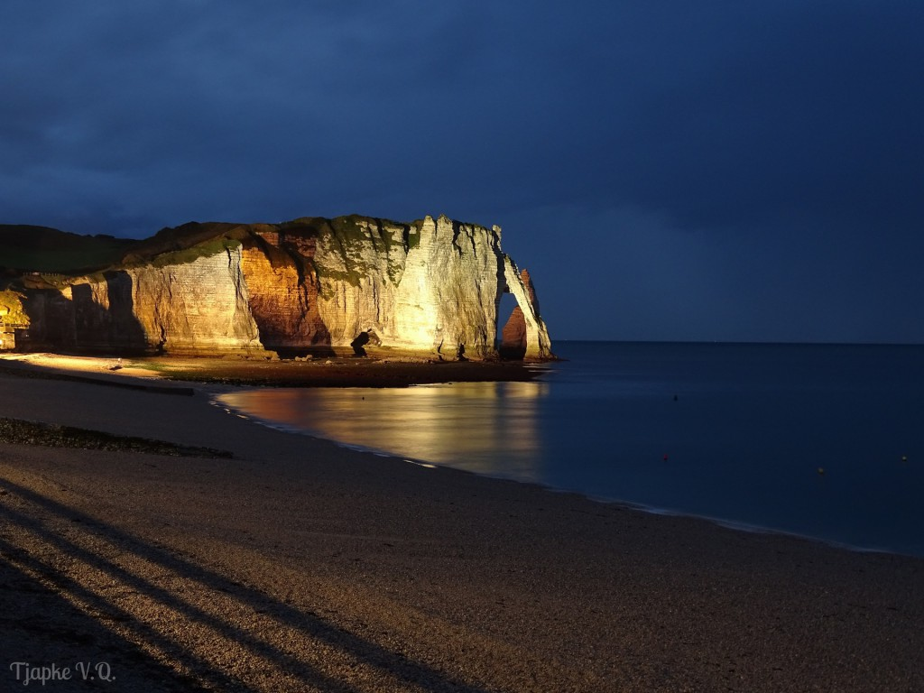 Étretat by night