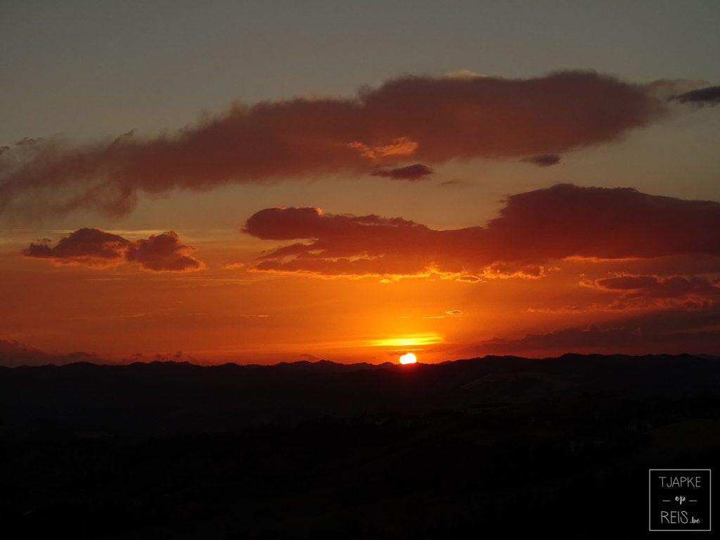 Zonsondergang Perticara
